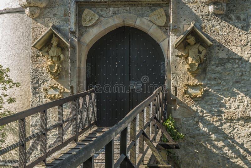 """利希滕斯泰因城堡入口门和吊桥†""""特写镜头  图库摄影"""