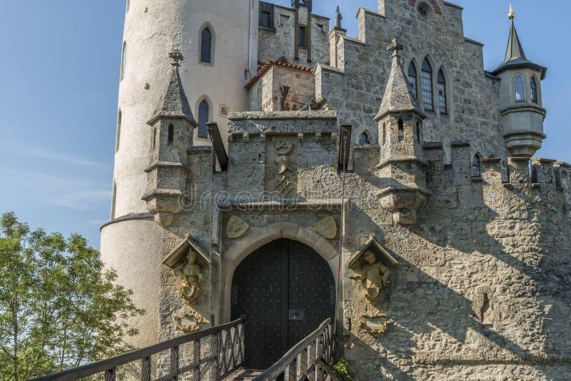 """利希滕斯泰因城堡入口门和吊桥†""""特写镜头  免版税图库摄影"""