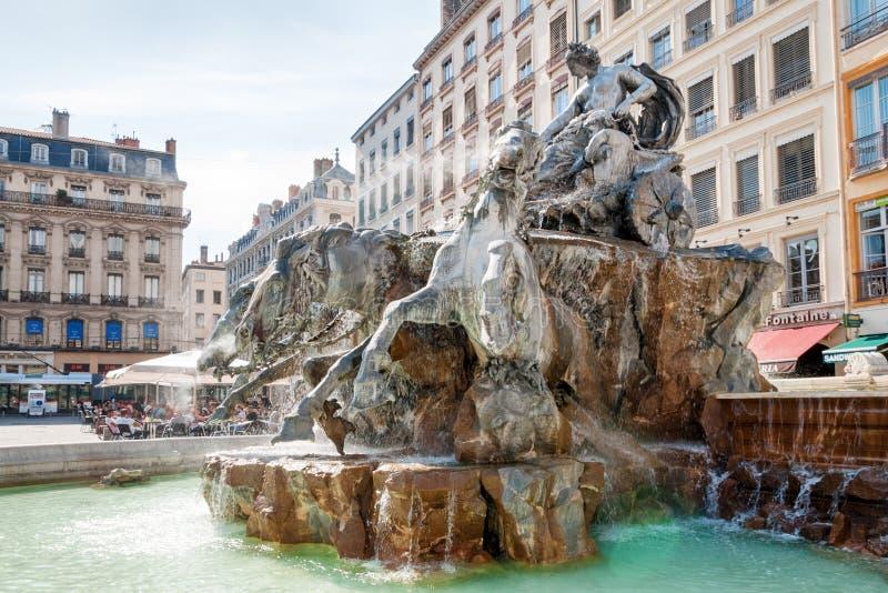 利昂,法国- 5月19 :城市的标志,在Terreaux广场的著名Bartholdi喷泉 库存照片