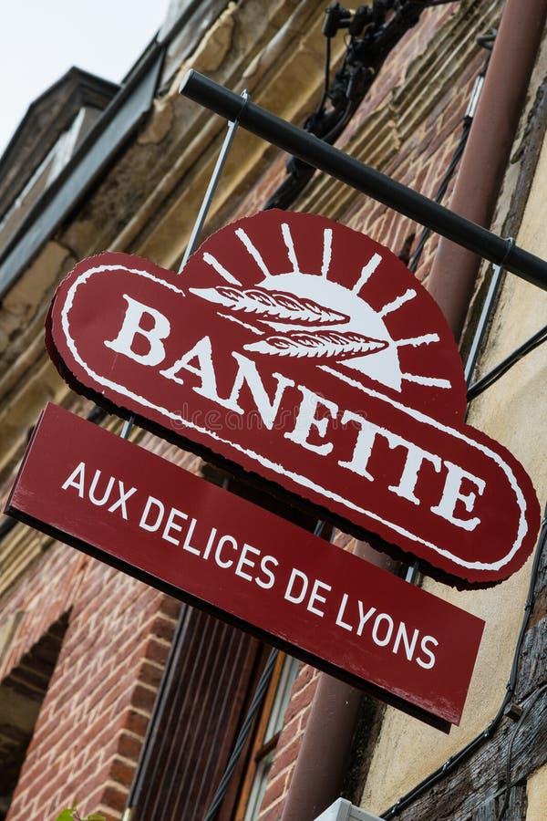 利昂La Foret诺曼底2013年5月3日:面包商店的标志和 库存照片