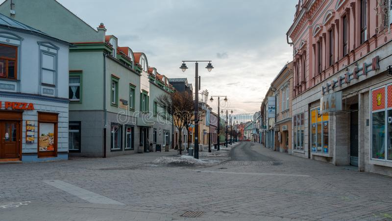 利普托夫斯基米库拉什 有河的斯洛伐克镇在冬天 库存图片