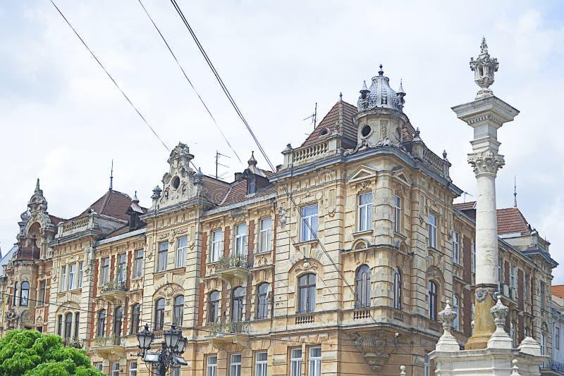 利沃夫历史悠久的米色石砌建筑 免版税库存图片