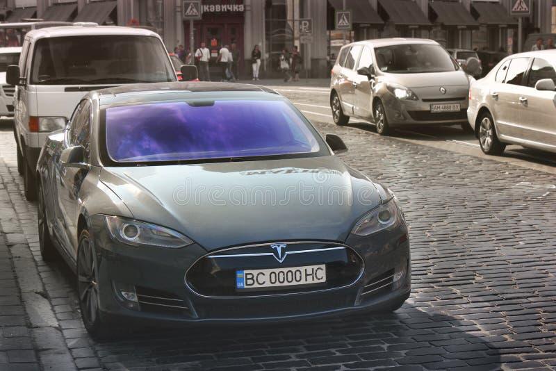 利沃夫州,乌克兰- 2018年10月25日:特斯拉电车模型S 免版税库存照片