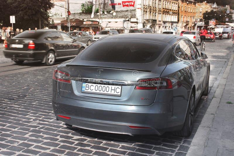 利沃夫州,乌克兰- 2018年10月25日:特斯拉电车模型S 免版税库存图片
