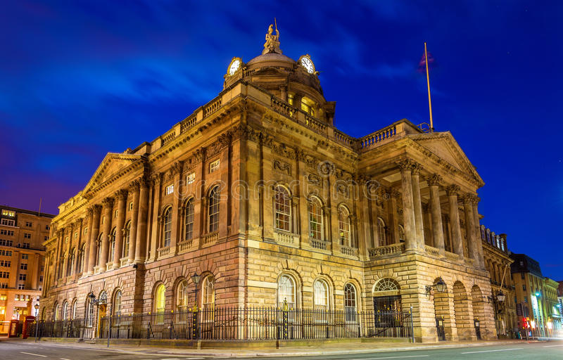 利物浦市政厅在晚上 库存图片