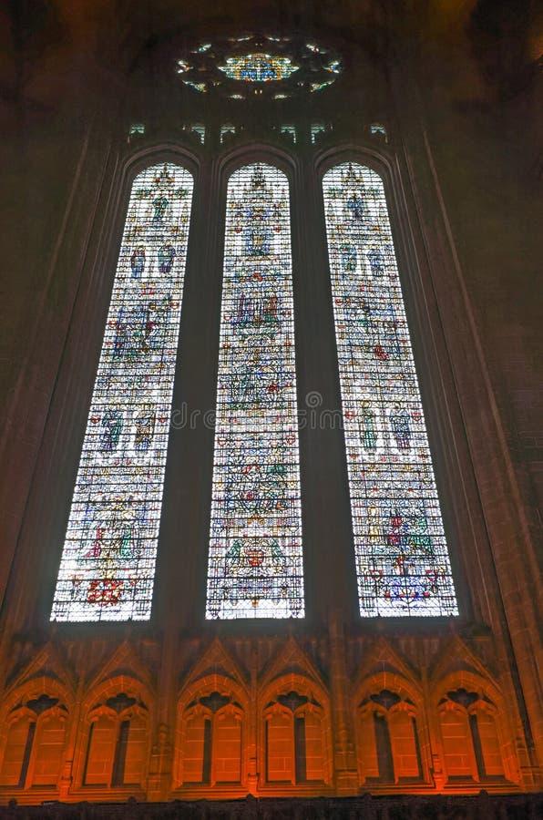 利物浦英国国教大教堂内部污迹玻璃窗 图库摄影