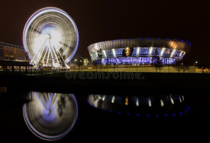 利物浦,默西赛德郡/英国- 2011年11月7日:手纺车的夜长的曝光在回声竞技场的 免版税图库摄影