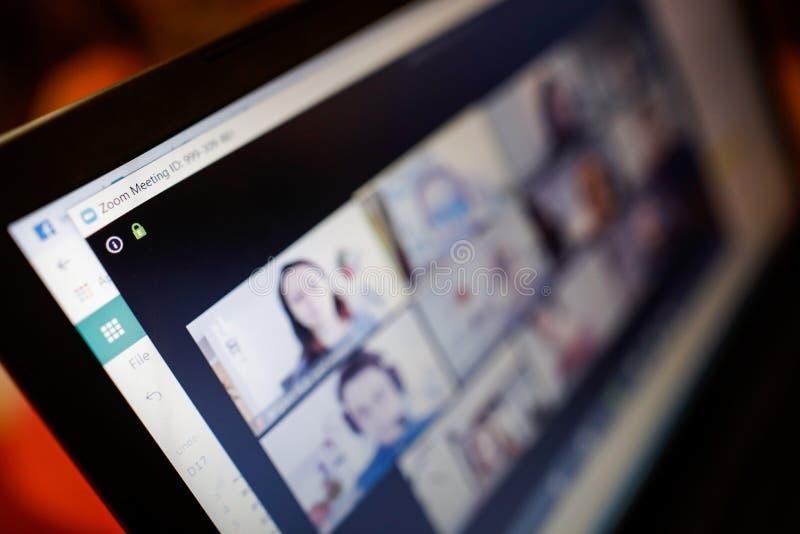利用Zoom视频会议应用/站点选择性焦点的浅深度场图像 — 在covid-19期间在家工作