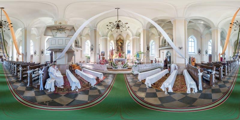 利达,白俄罗斯- 2019年6月:充分的无缝的球状全景360度内部哥特式天主教会的角度图里面 库存照片