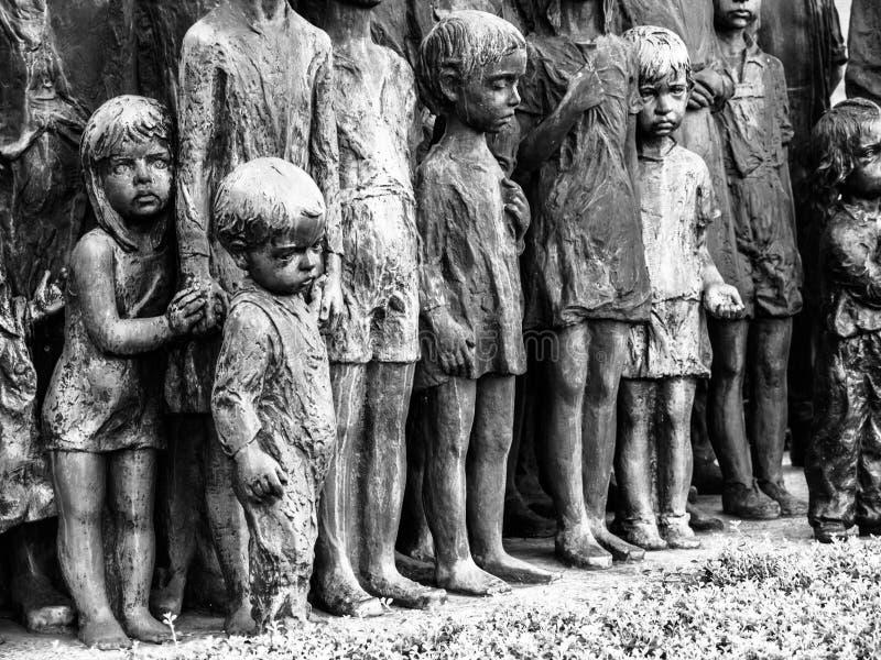 利迪策,捷克- 2013年6月22日:对二战的儿童受害者的利迪策纪念品在利迪策 图库摄影