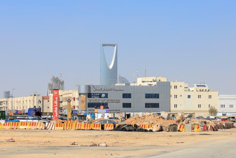 利雅得,沙特阿拉伯- 2015年2月9日:Construcition在有王国塔的利雅得 免版税库存照片