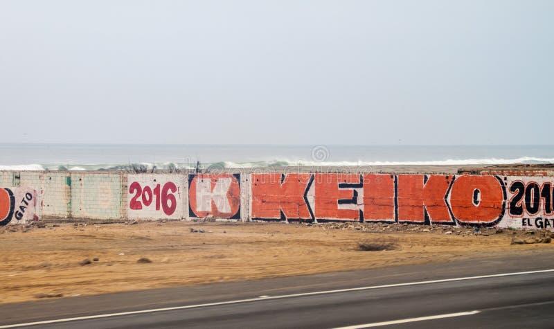 利马,秘鲁- 2015年6月3日:在墙壁上的海报在总统campaing候选人庆子Fujimor期间 库存图片