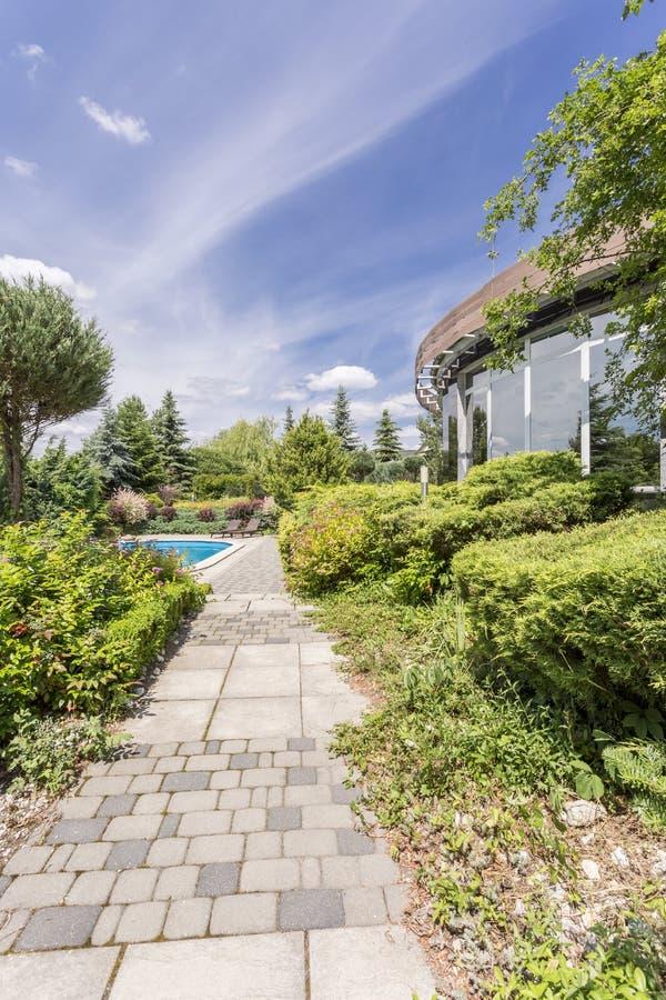 别墅庭院的外视图 免版税图库摄影