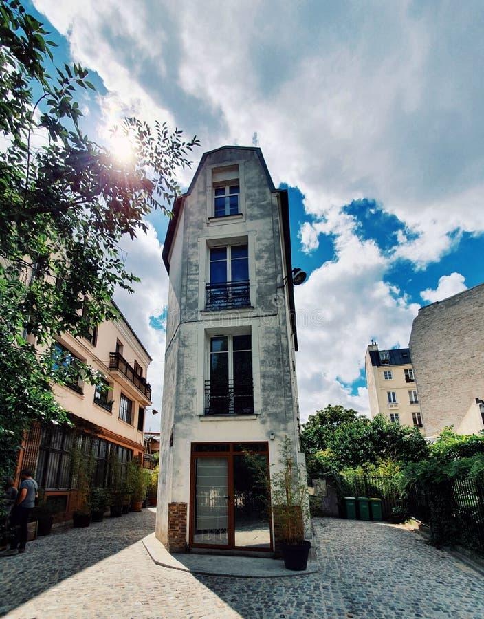 别墅李洛埃,一个小村庄在twentyth区掩藏在巴黎,法国 库存照片