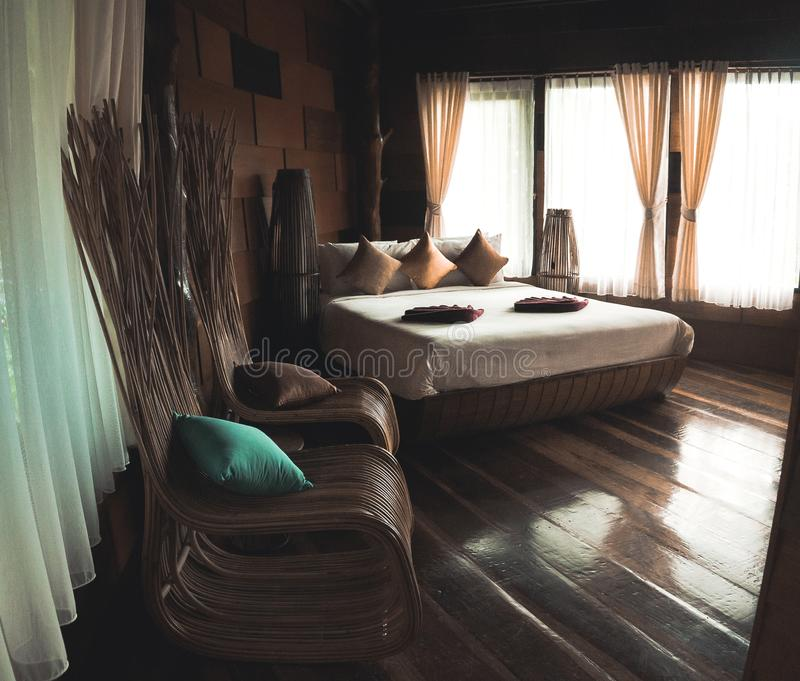 别墅的豪华卧室 免版税库存照片