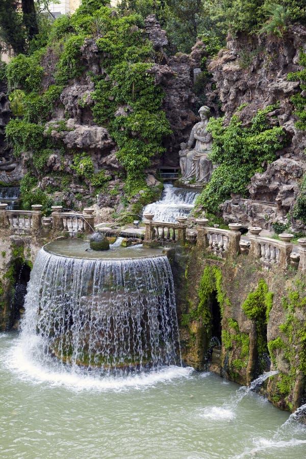 别墅d'Este16th世纪喷泉和庭院,蒂沃利,意大利 科教文组织世界遗产站点 图库摄影