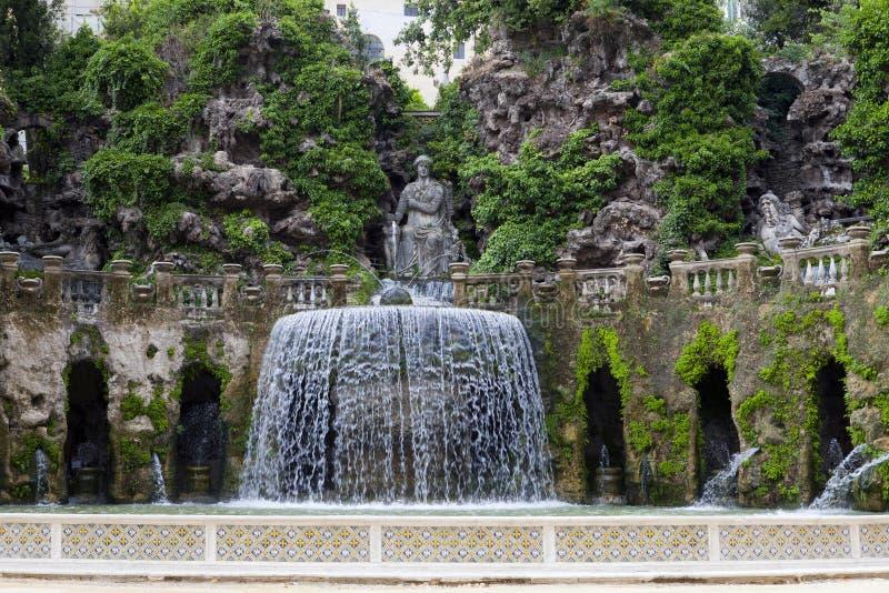 别墅d'Este16th世纪喷泉和庭院,蒂沃利,意大利 科教文组织世界遗产站点 免版税库存图片