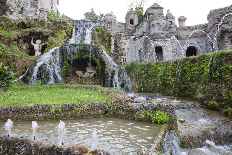 别墅d'Este16th世纪喷泉和庭院,蒂沃利,意大利 科教文组织世界遗产站点 免版税图库摄影