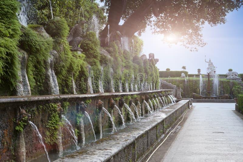 别墅d'Este16th世纪喷泉和庭院,蒂沃利,意大利 科教文组织世界遗产站点 库存图片