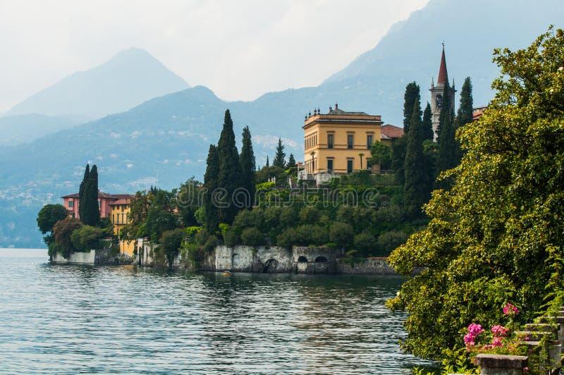 别墅Monastero植物园在瓦伦纳,湖科莫湖 免版税图库摄影