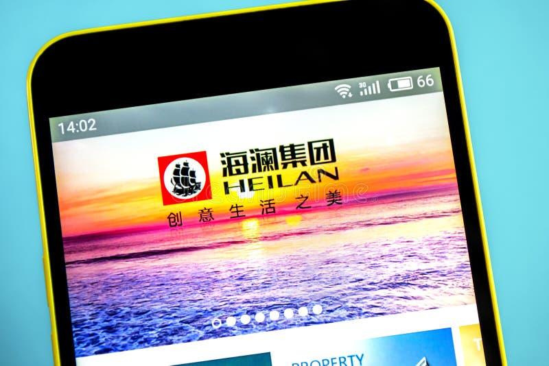 别尔江斯克,乌克兰- 2019年5月26日:Heilan家网站主页 Heilan家商标可看见在手机屏幕 免版税库存照片