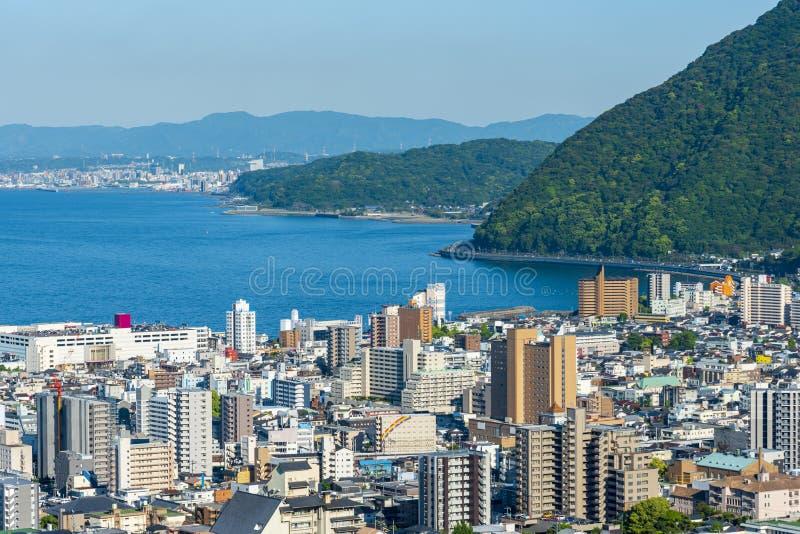 别府市和别府海湾,大分,九州,日本都市风景视图  图库摄影