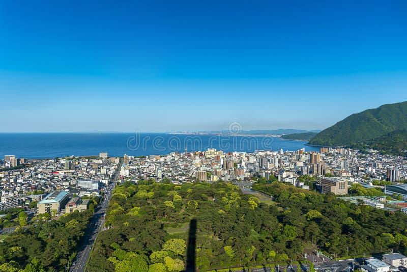 别府市和别府海湾,大分,九州,日本都市风景视图  免版税库存照片