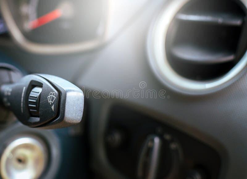 刮水器控制屏幕刮水器的开-关速度在汽车的 库存图片