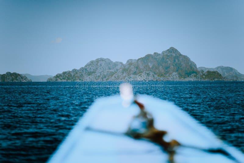 到大盐水湖的小船旅行Miniloc海岛的,El Nido,巴拉旺岛,菲律宾 免版税库存照片