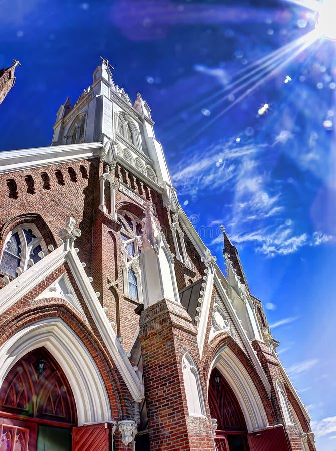 到达为云彩的教会 免版税库存照片