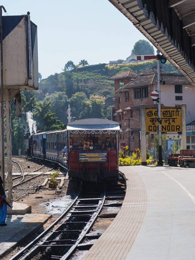 到达乔奥诺奥尔驻地,泰米尔纳德邦的火车 免版税库存照片