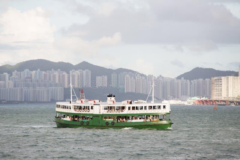000 19 243 456 2012到达了驳船运载离去的地区前面香港的企业货物可以百万r s有些吨船年 A r 中国- 2017年9月24日:星轮渡是f 库存图片