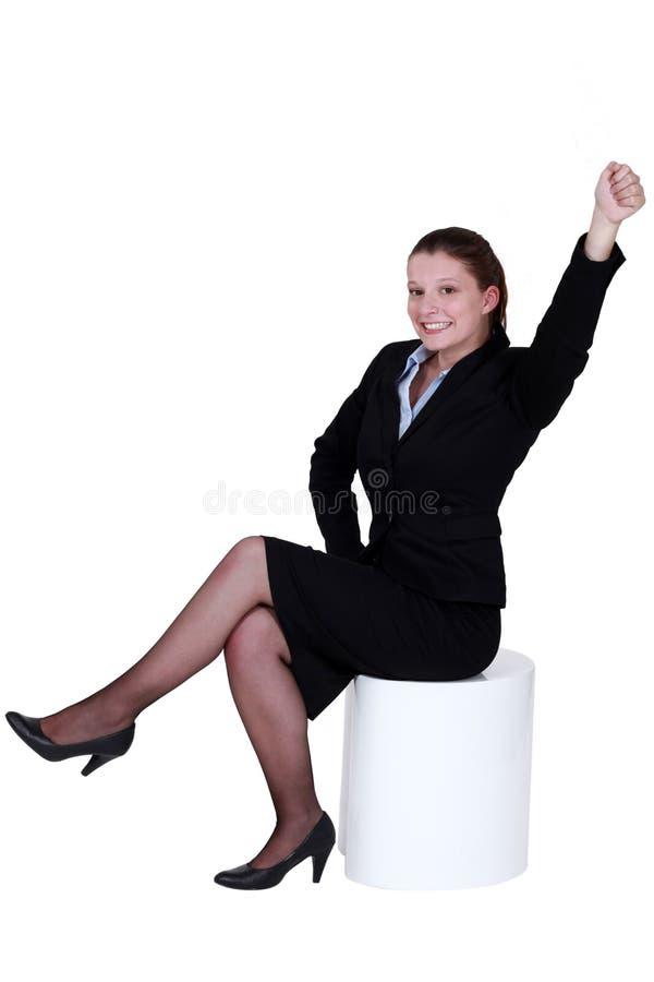 到达入空气的女实业家 库存图片