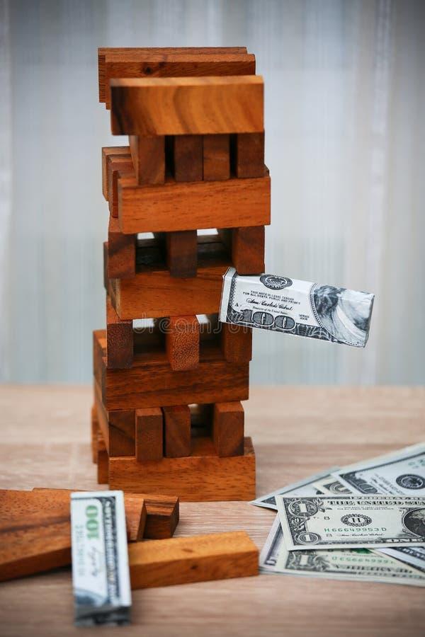 到达天空的企业概念金黄回归键所有权 由投资者的企业规划 现代商业投资有许多金钱 经营计划为加入 免版税库存照片