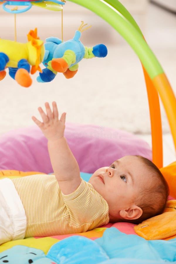 到达玩具的婴孩 图库摄影