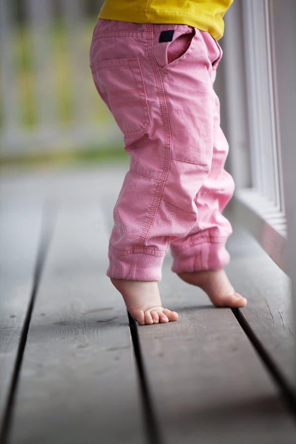 到达的小女孩  免版税库存图片