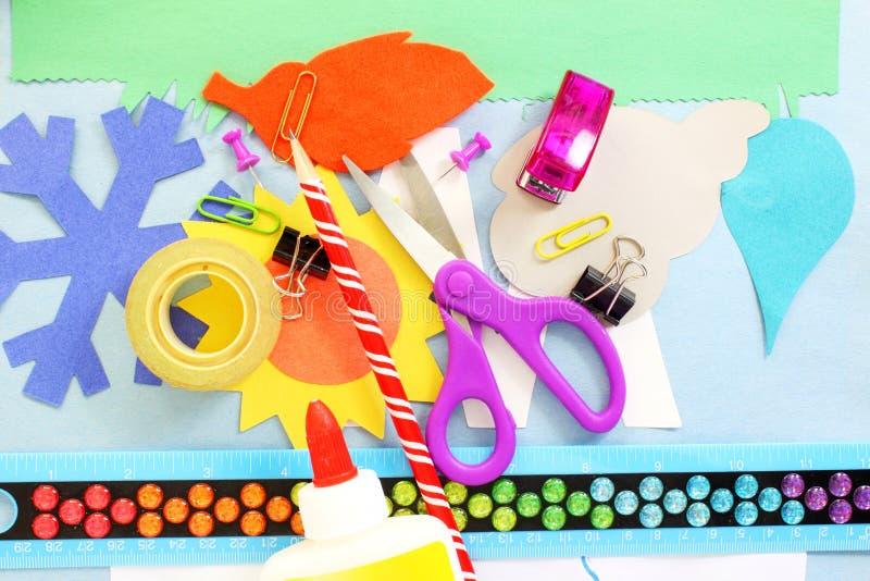 制作为孩子学校论文工艺的供应工具 库存照片