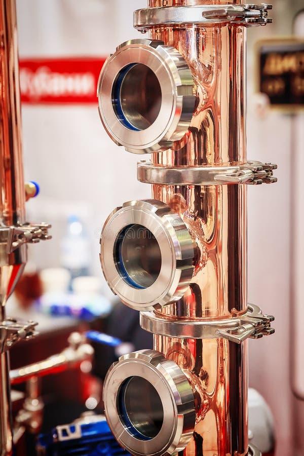 制造的酒精铜蒸馏器 免版税库存照片