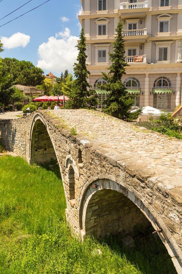 制革工人的桥梁或者Tabak桥梁,一座无背长椅石头曲拱桥梁在地拉纳,阿尔巴尼亚 图库摄影