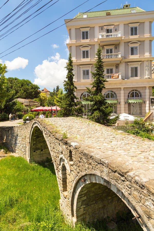 制革工人的桥梁或者Tabak桥梁,一座无背长椅石头曲拱桥梁在地拉纳,阿尔巴尼亚 免版税库存图片