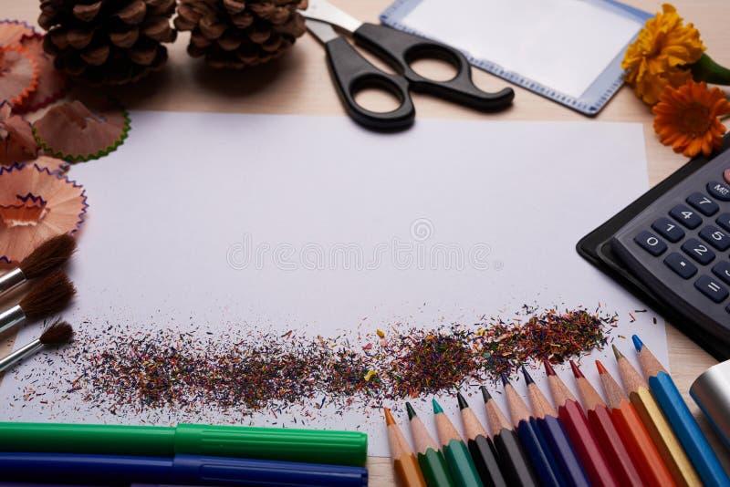 刷子、色的铅笔和其他工具 库存图片