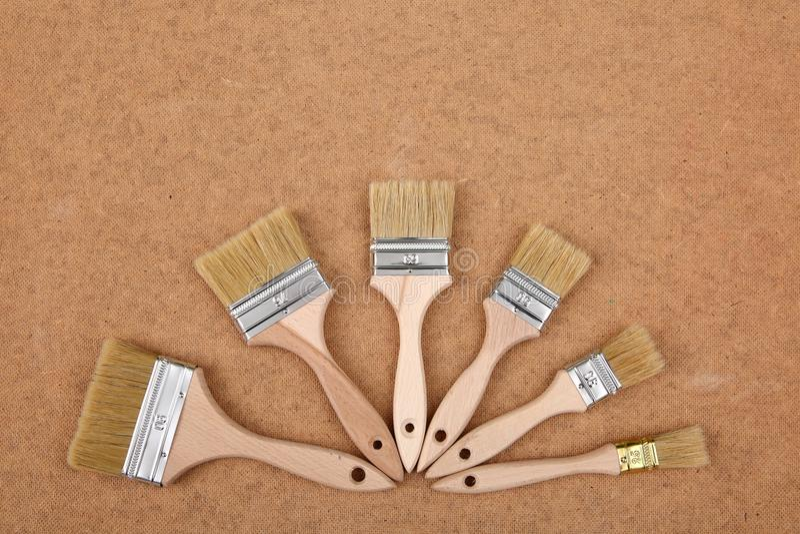 刷子是为每位专家,而且家庭有奇癖者的基本的绘画工具 库存图片