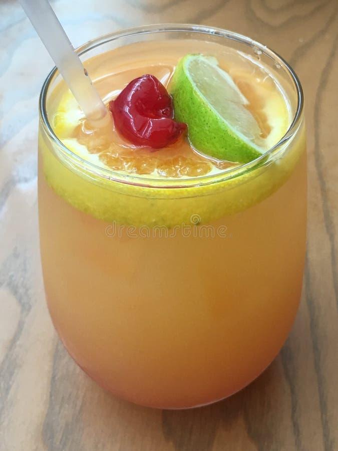 刷新的水果的桑格里酒饮料 库存图片