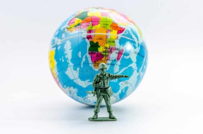刺杀微型塑料战士玩具 库存照片
