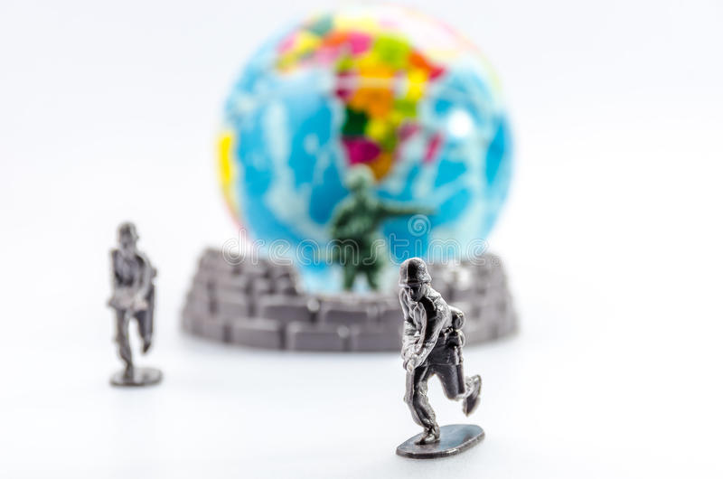 刺杀微型塑料战士玩具 免版税库存照片