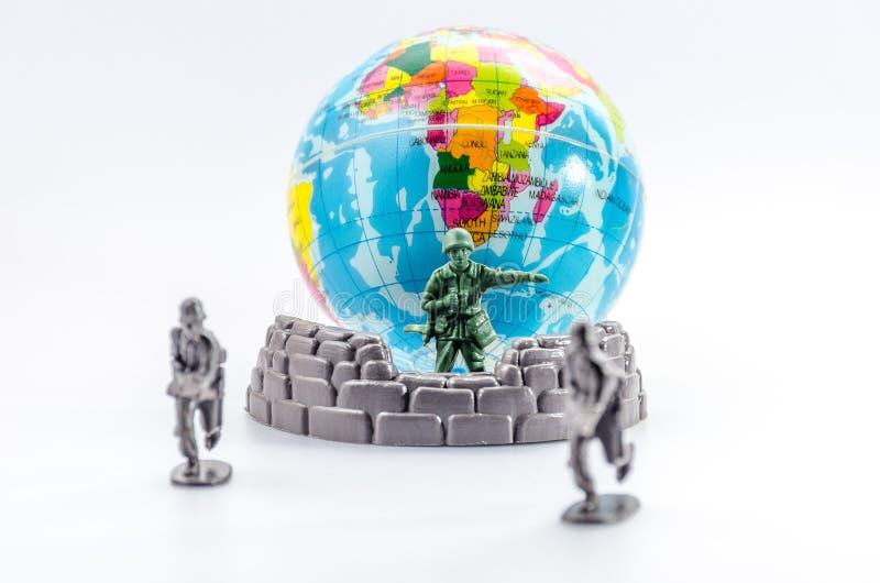 刺杀微型塑料战士玩具 图库摄影