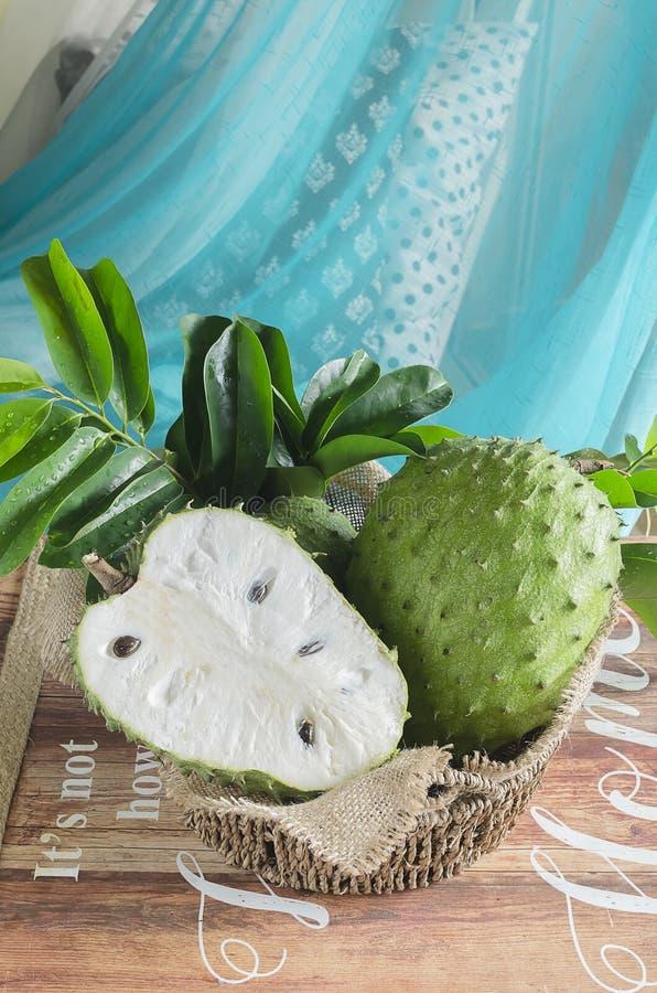 刺番荔枝也graviola, guyabano是muricata番荔枝科的果子  库存图片