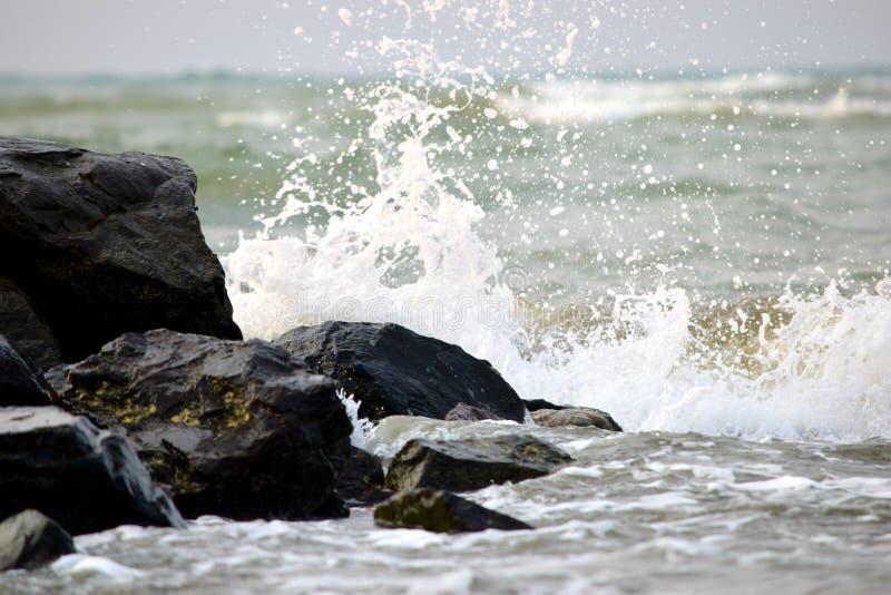刺穿的波浪 库存图片