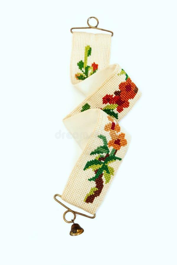 刺绣葡萄酒荷兰被绣的针老红色绿色针线响铃少许伪造了木桶匠铜黄铜十字架 免版税库存图片