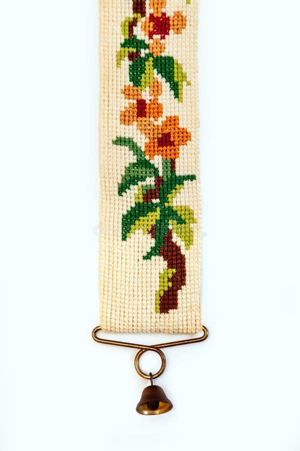 刺绣葡萄酒荷兰被绣的针老红色绿色针线响铃少许伪造了木桶匠铜黄铜十字架 免版税图库摄影